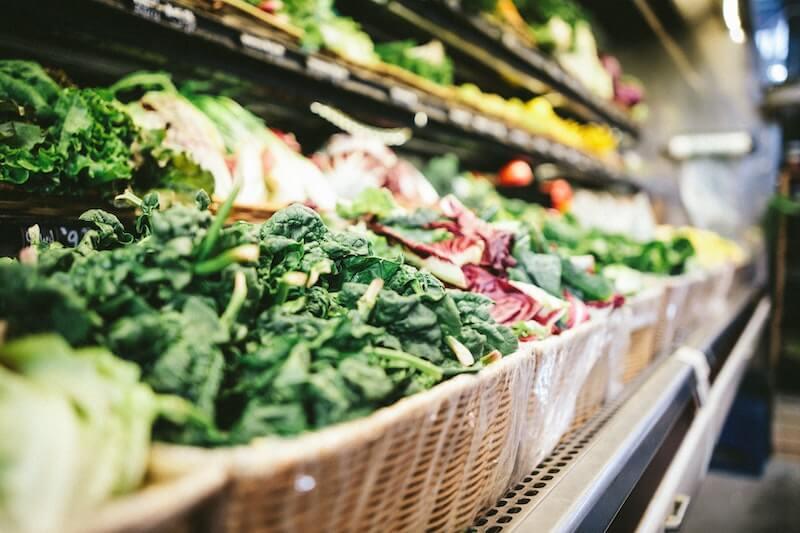 Grønnsaker i en matbutikk